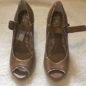 NWOT High heel shoes
